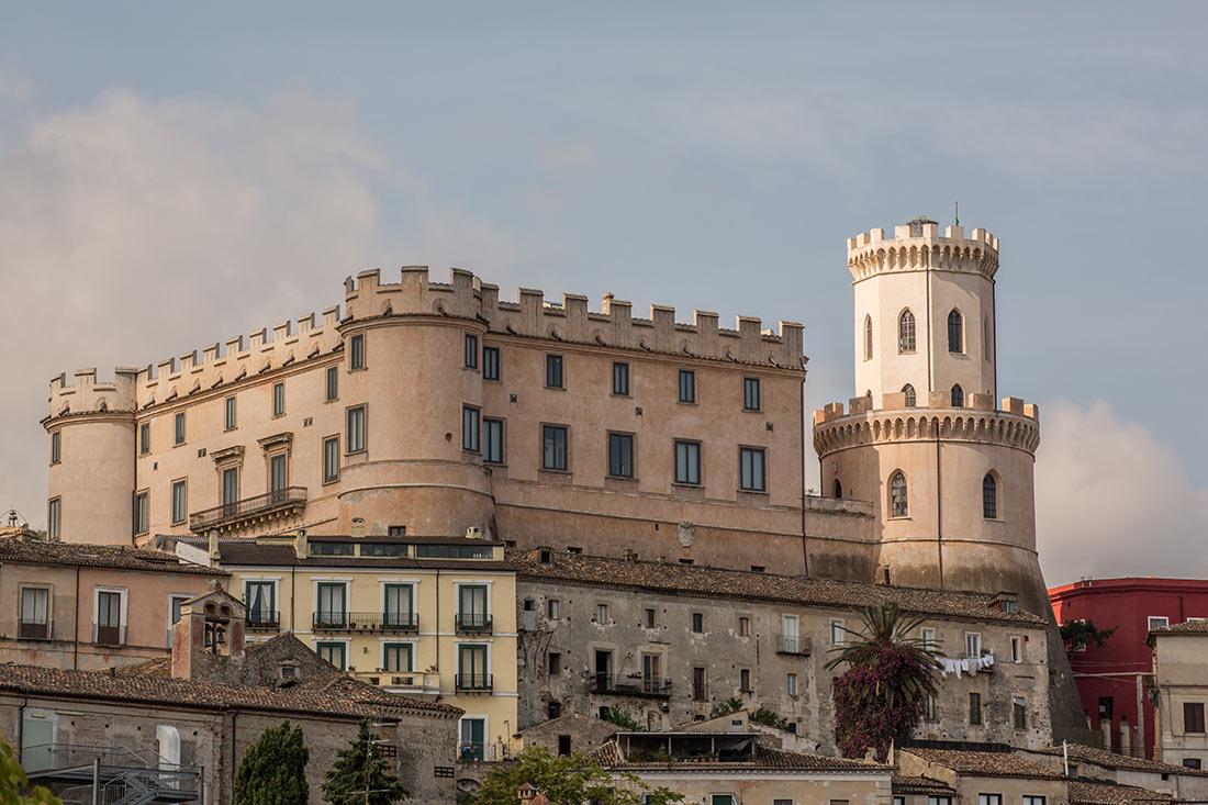 замок корильяно