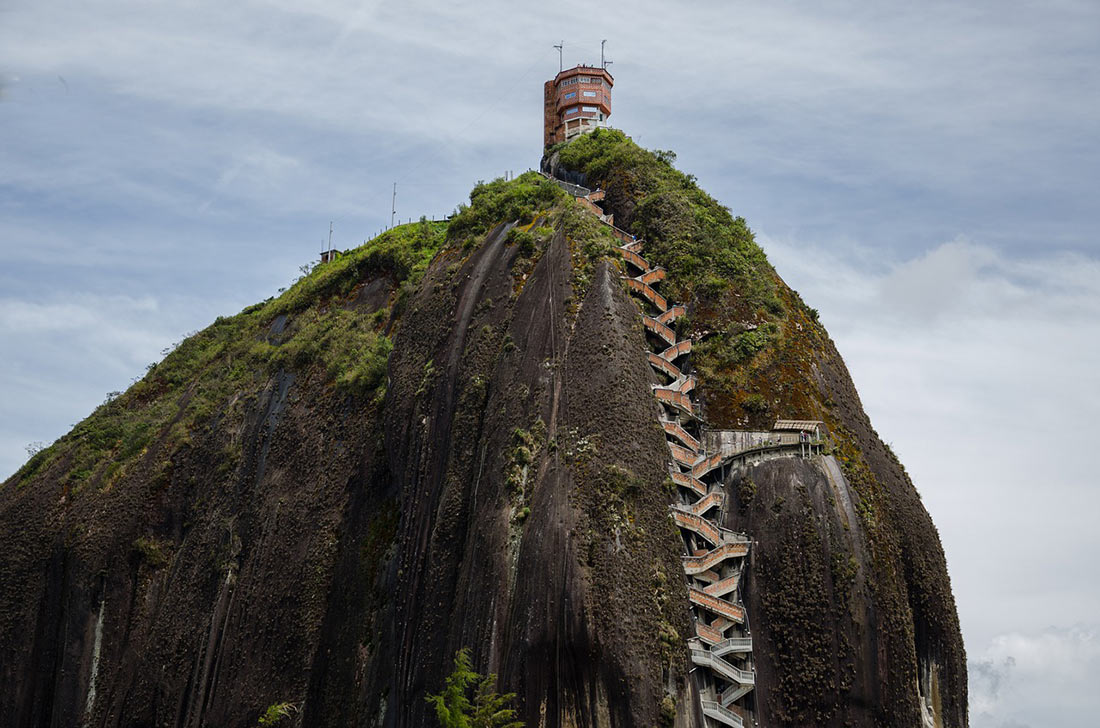 Скала-камень Эль Пеньон де Гуатапе