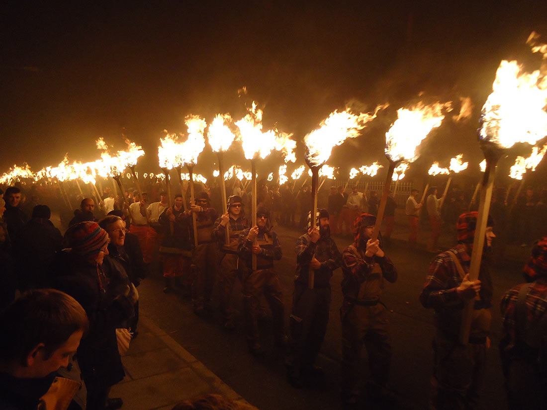 Фестиваль огня Up Helly Aa