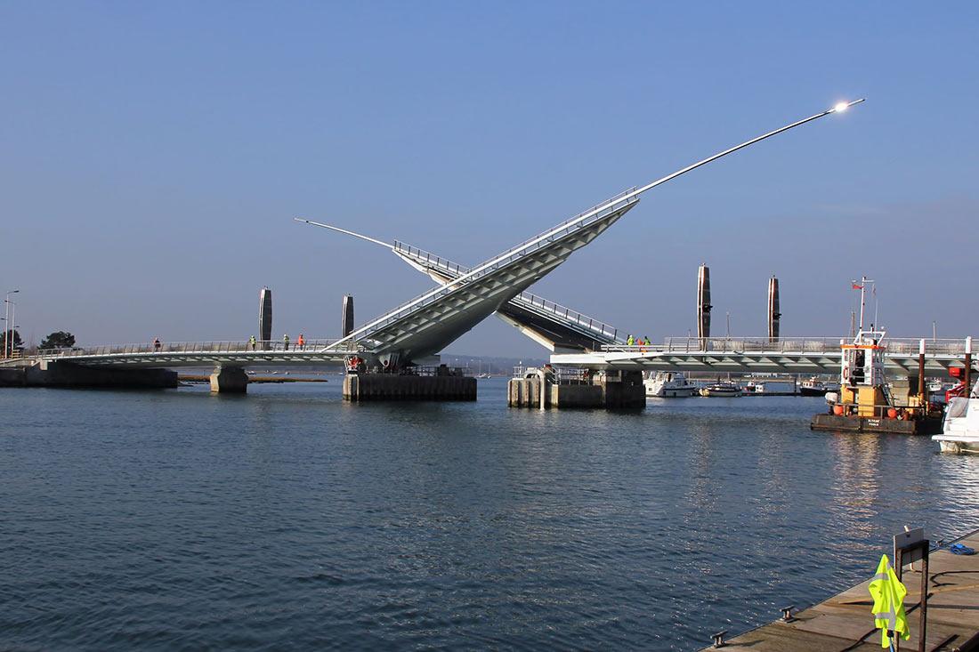 Мост с двумя парусами Англия