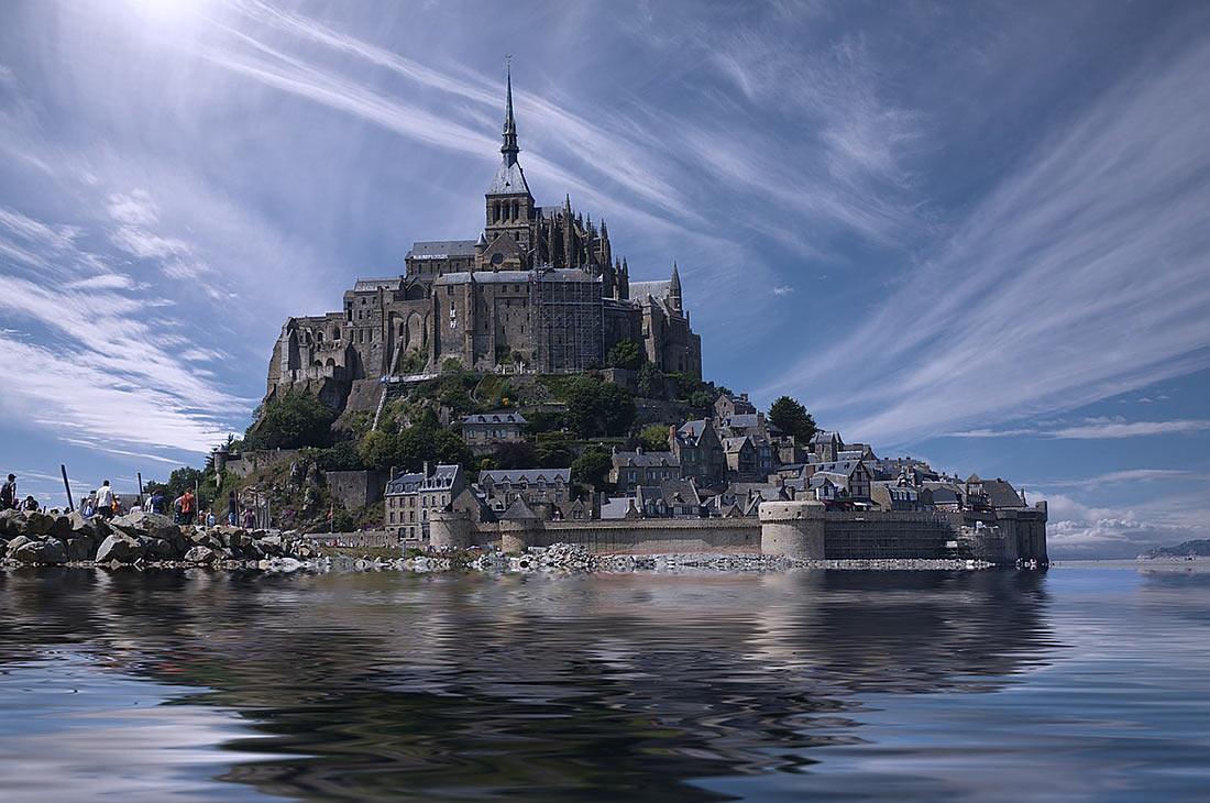 прилив века в Мон-Сен-Мишель