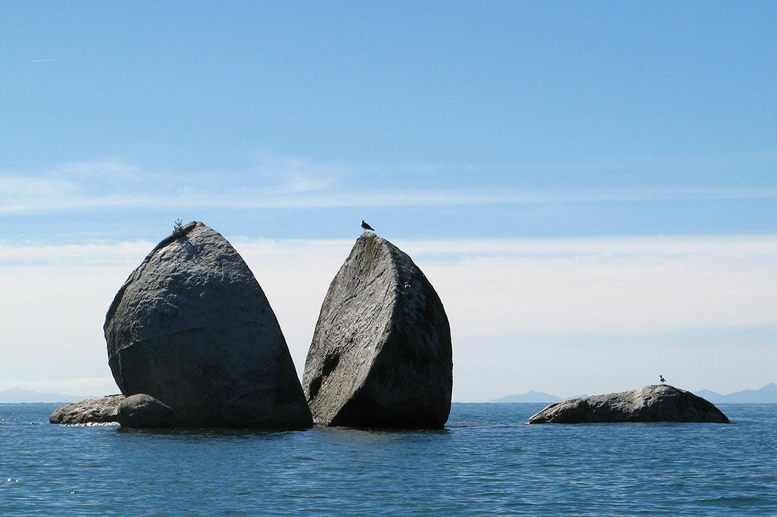 Скала «Разрезанное яблоко», Новая Зеландия