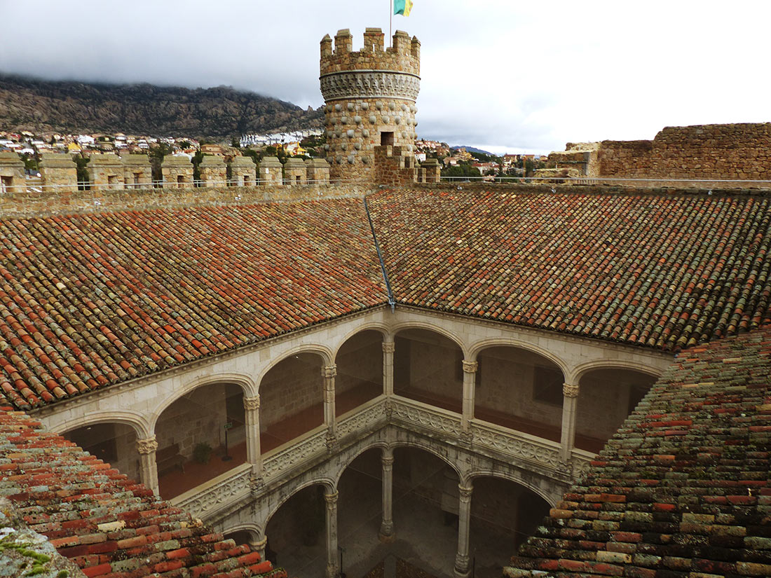 Замок Мансанарес-эль-Реал