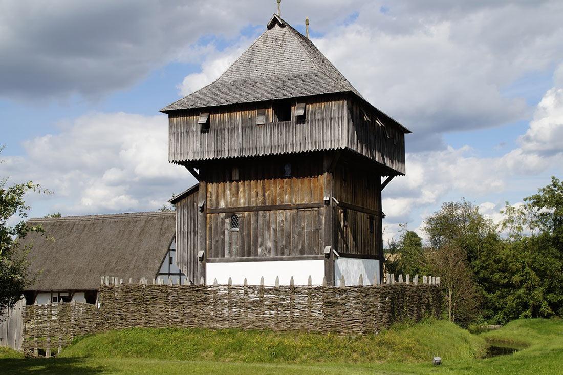 Из чего строили замки