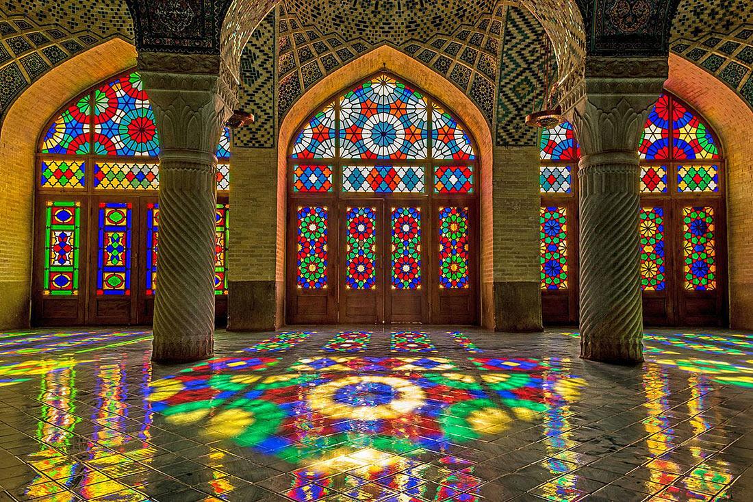 Мечеть Насир оль-Мольк витраж