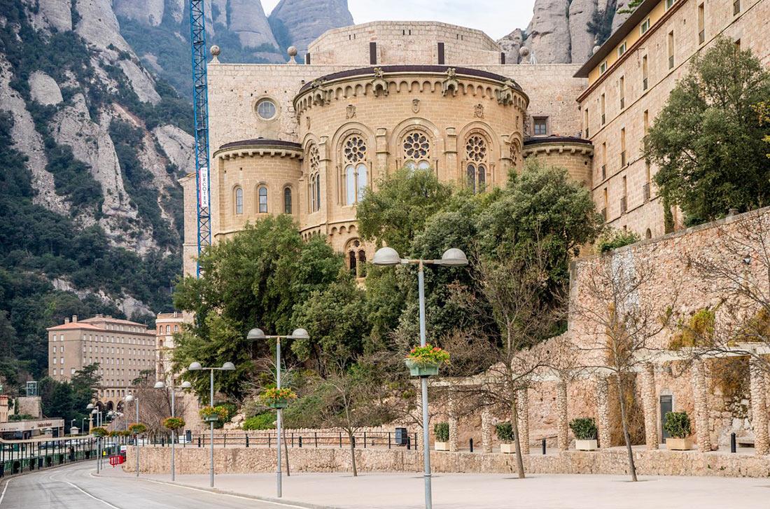 Бенедиктинский монастырь на горе Монсеррат