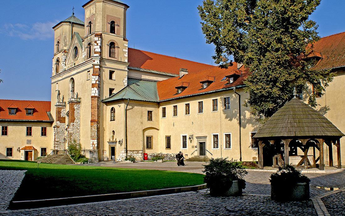 Бенедиктинское аббатство Тынец