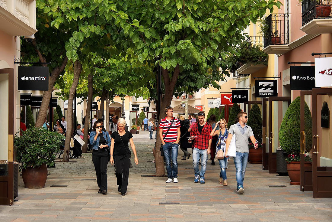 Аутлет La Roca Shopping Village