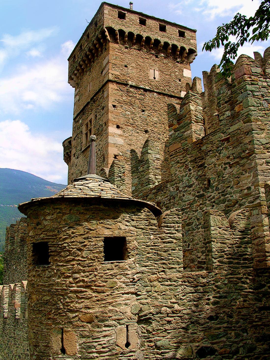 замок Фенис