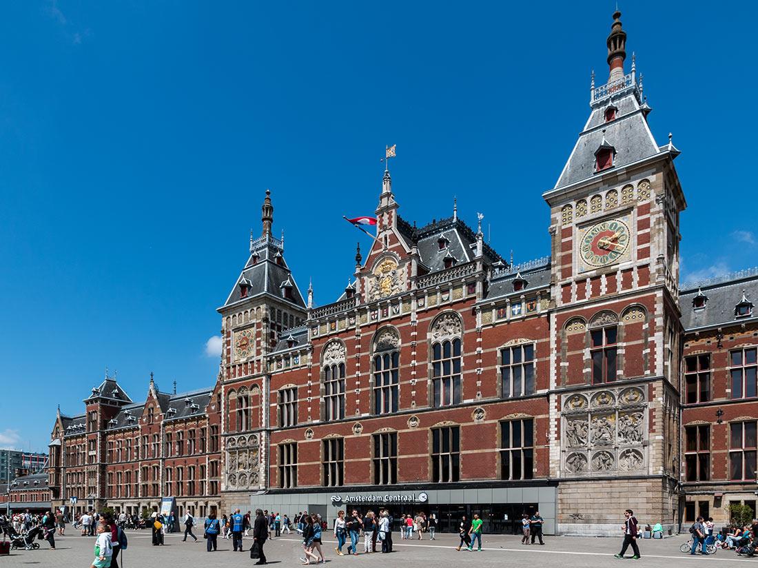 Центральный вокзал в Амстердаме