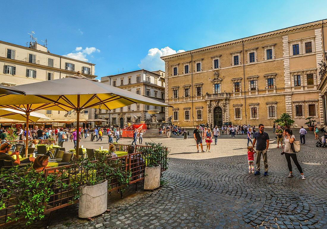 Площадь Санта-Мария-ин-Трастевере (Piazza di Santa Maria in Trastevere)