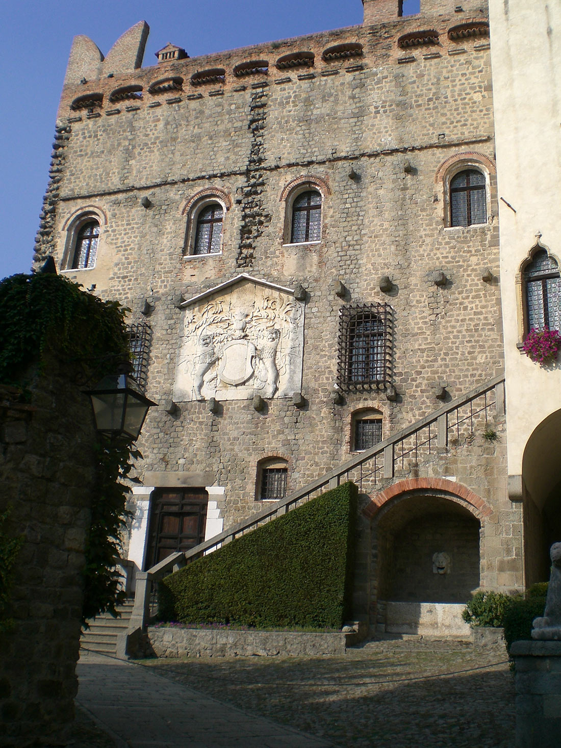 замок Чини в Монселиче