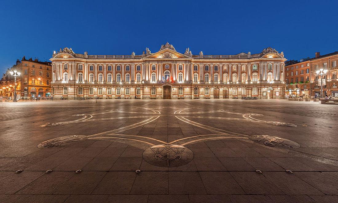 Площадь Капитолия в Тулузе