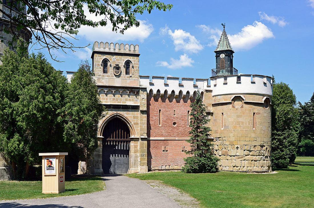 Замок Лаксенбург
