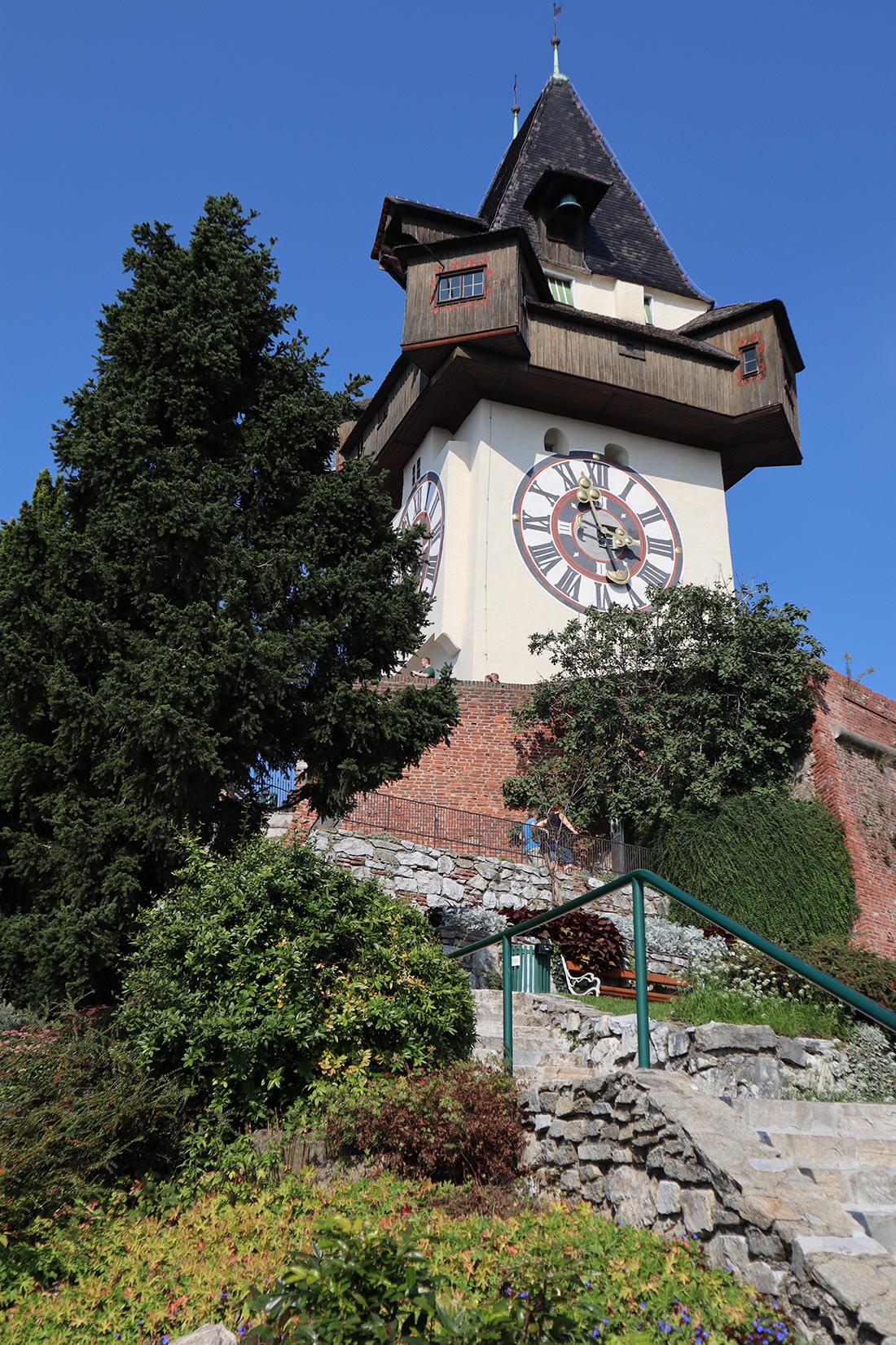 часовая башня Уртурм