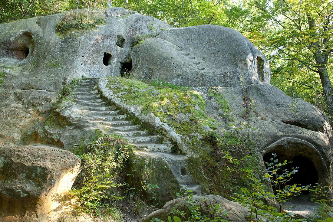 Пещерный монастырь возле села Розгирче
