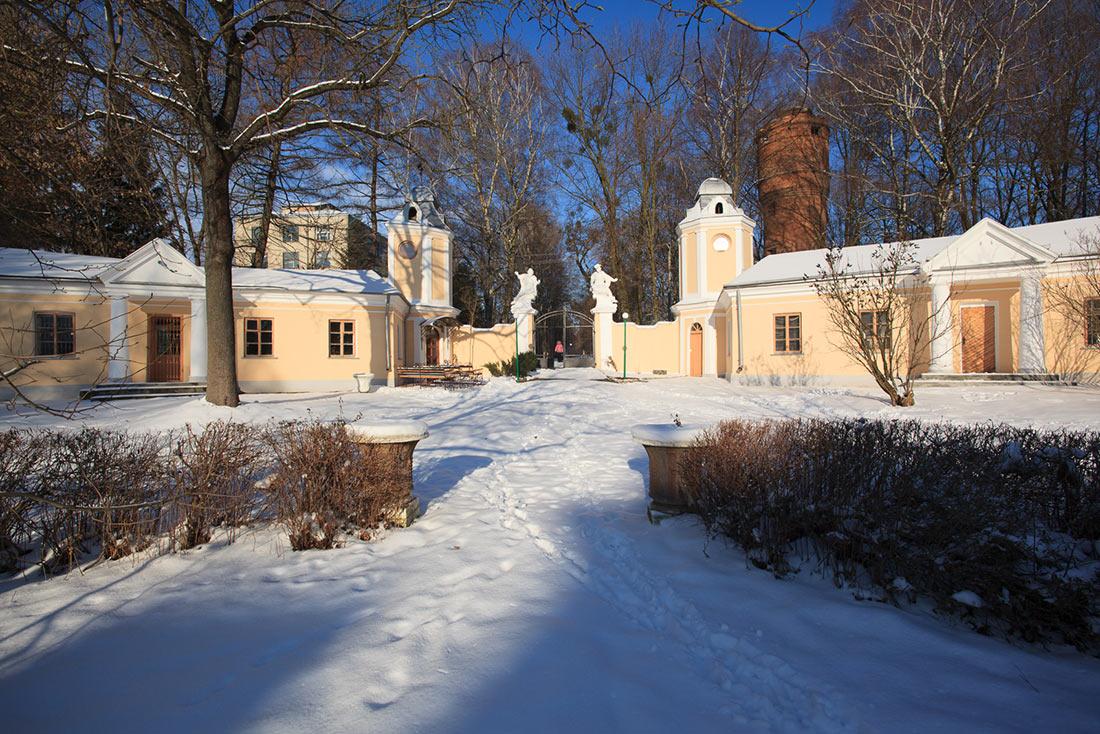 Дворец львовских архиепископов в Оброшино