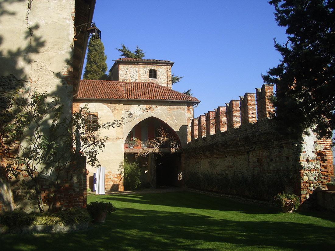 Замок Монкривелло
