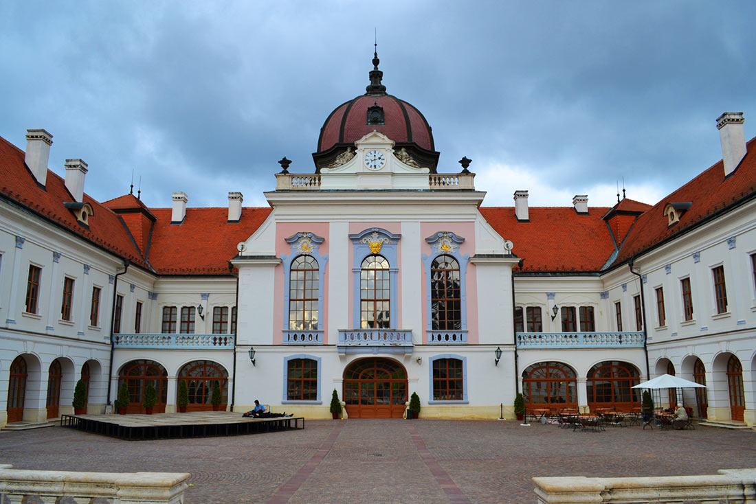 Дворец Гёдёллё