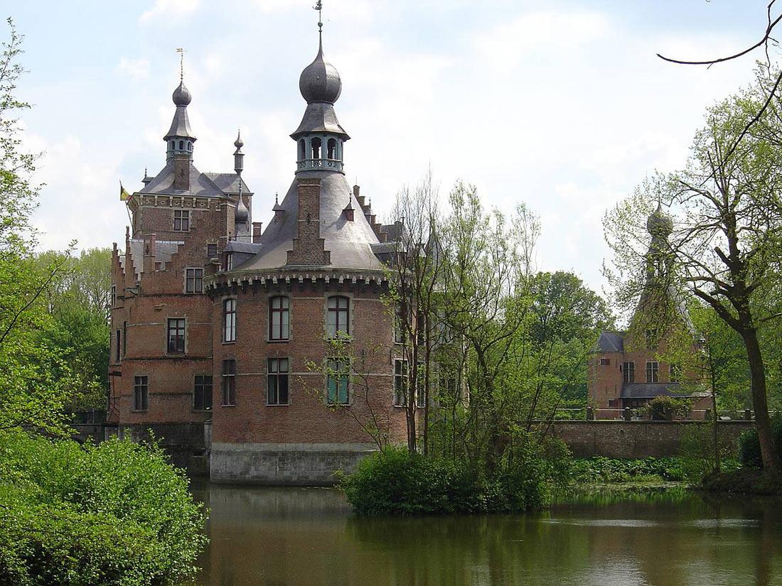 Замок Ойдонк