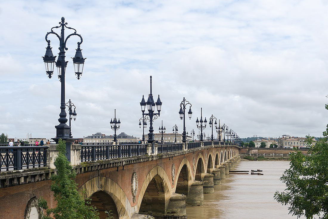 Каменный мост в Бордо