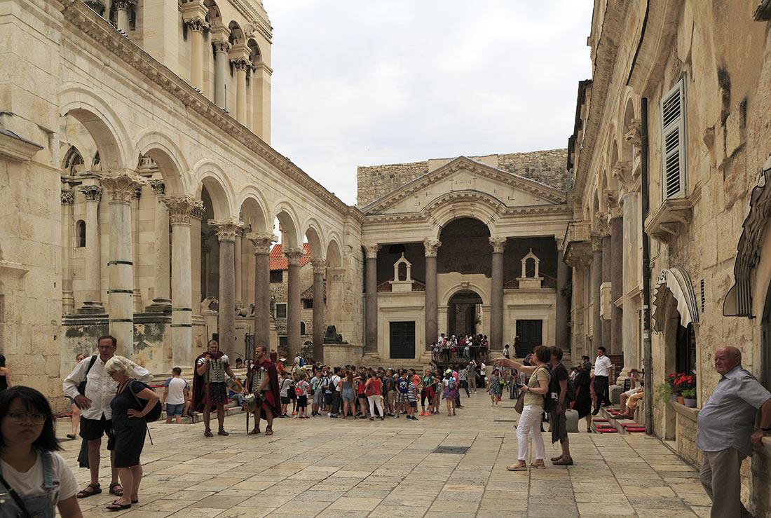Площадь Перистиль