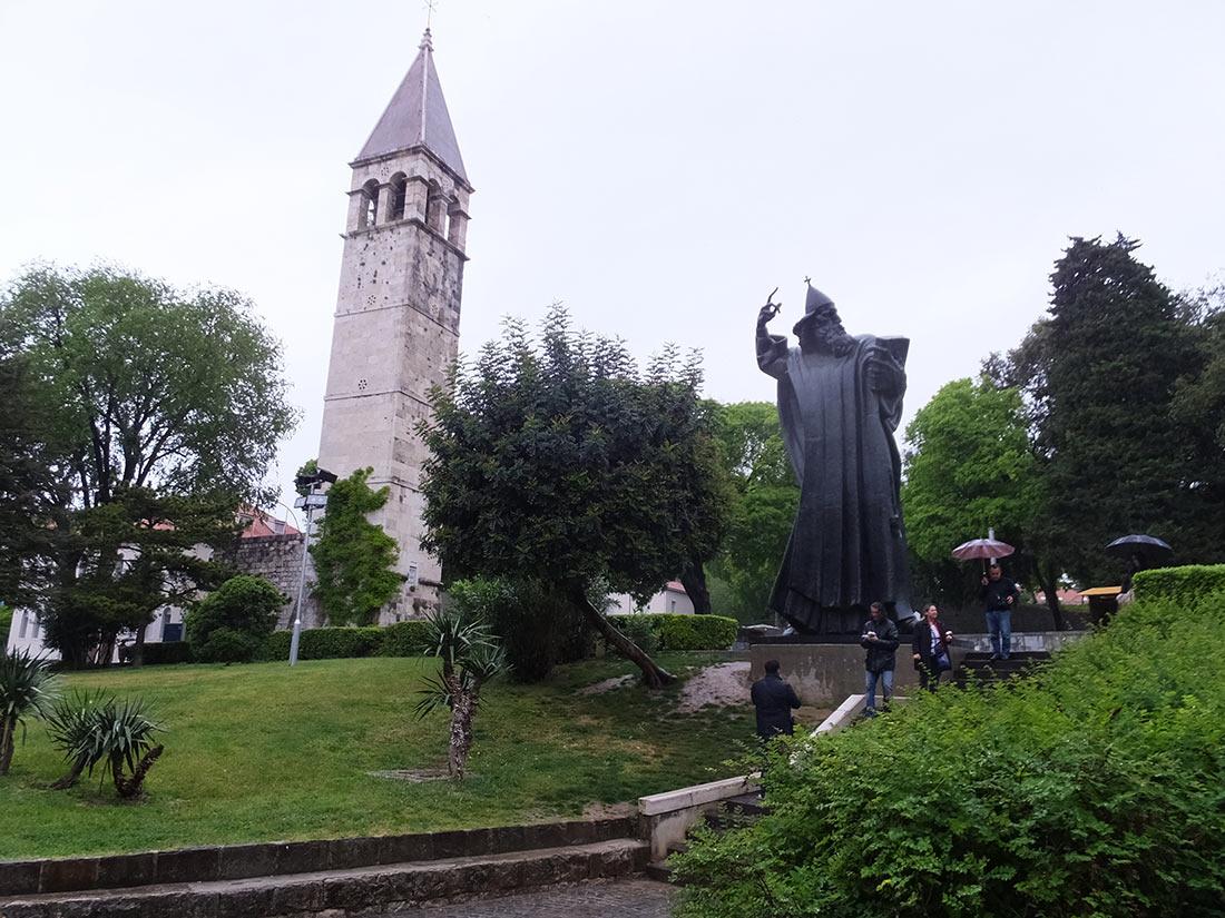Статуя Гргур Нинского