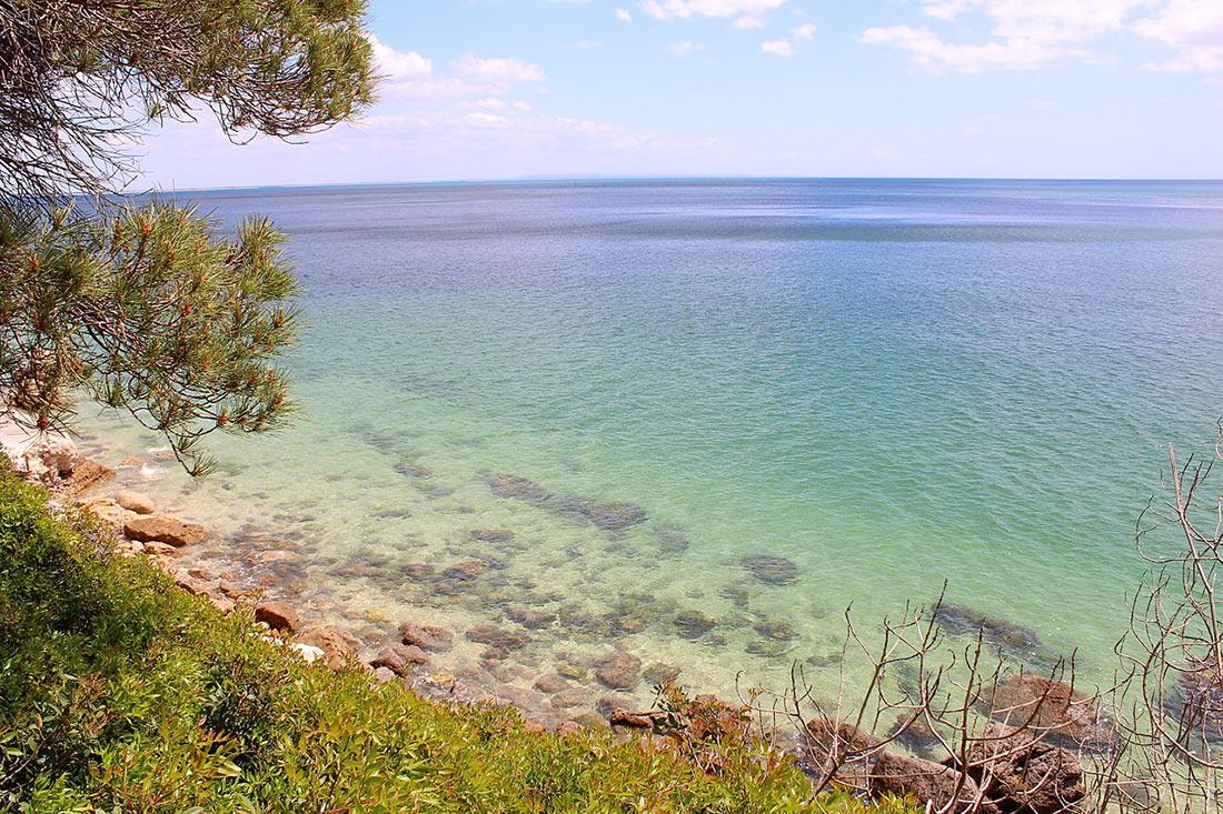 Пляжи Португалии. Пляж Галапос в Природном парке Аррабида (Praia de Galapos)