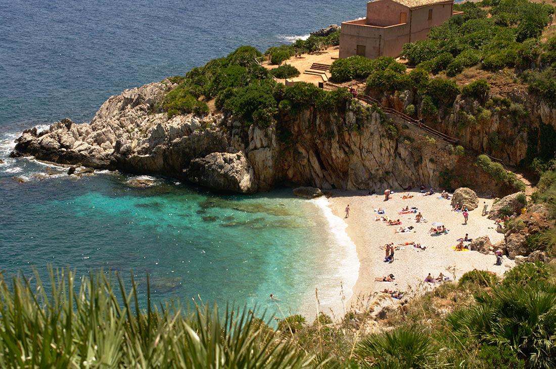 Пляжи в природном заповеднике Дзингаро (Spiagge nella costa della Riserva dello Zingaro)