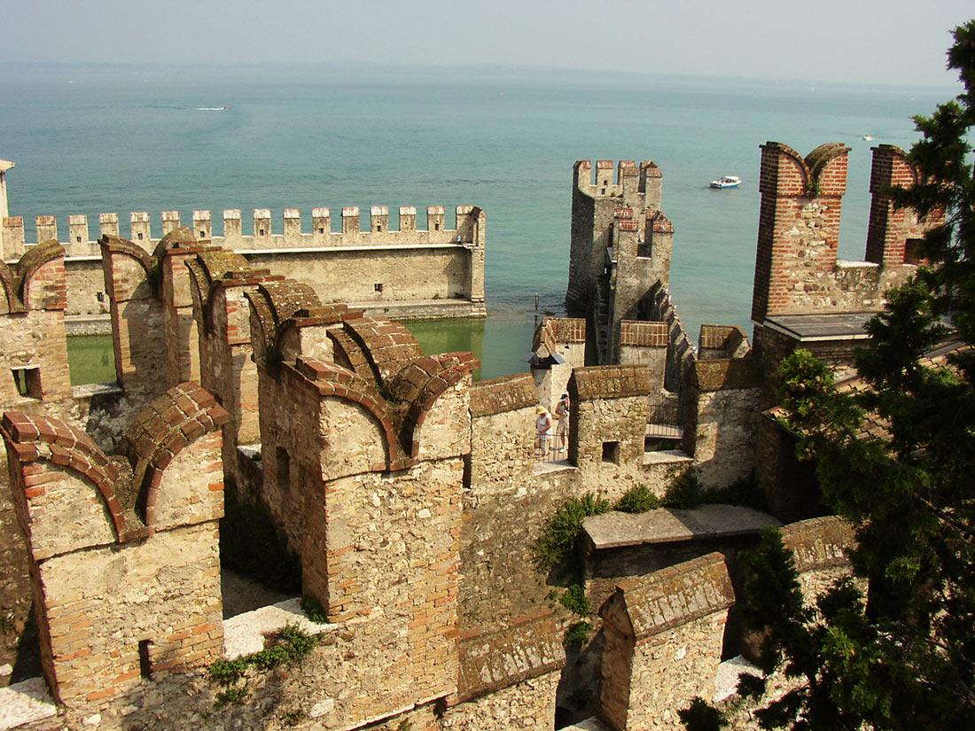 Замок Скалигеров в Сирмионе (Castello di Sirmione)