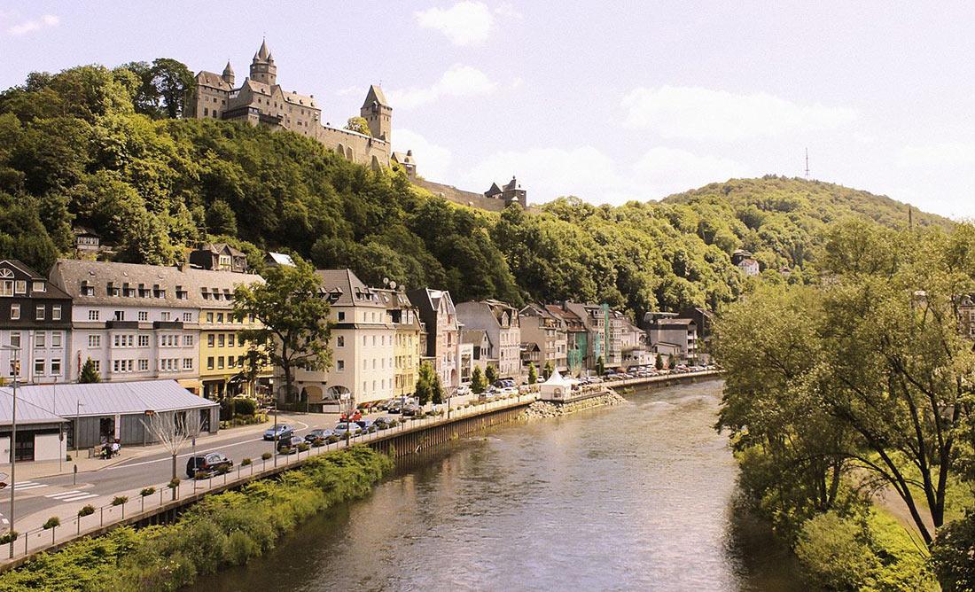 Вид на город и одноименный замок