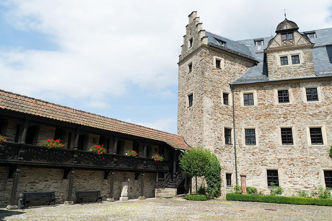 Двор замка Лауэнштайн