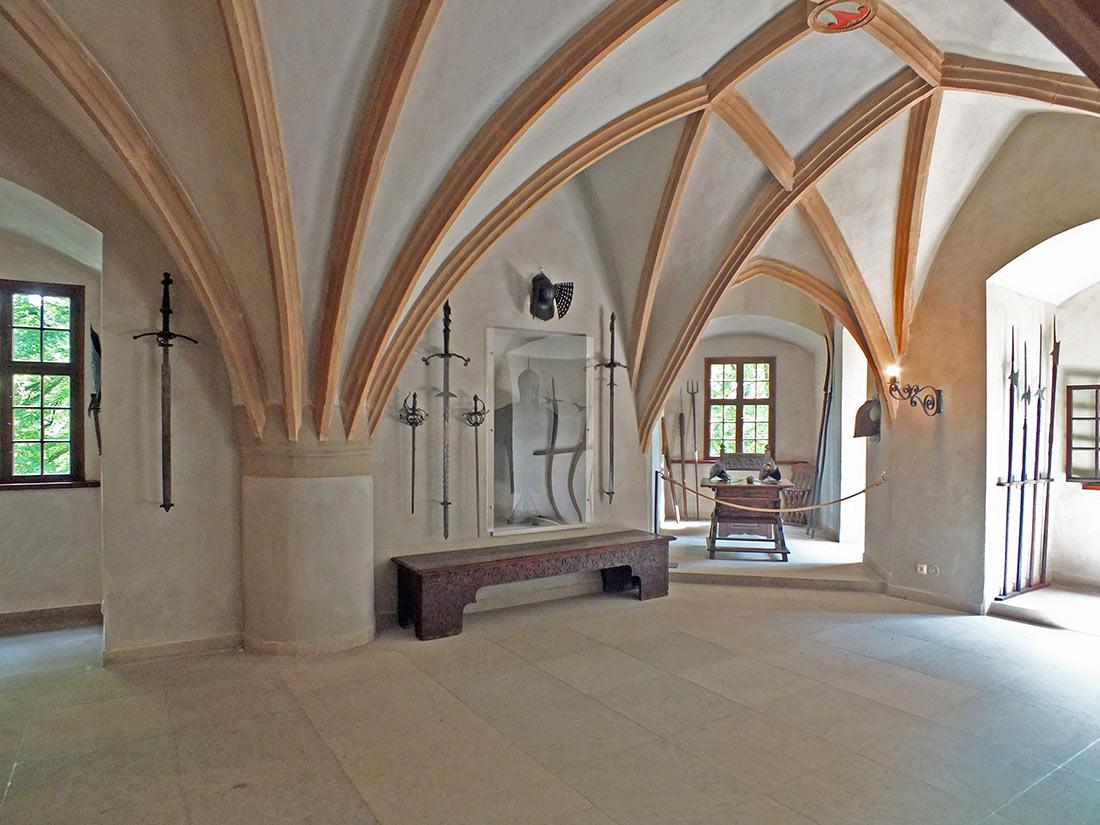 Рыцарский зал замка Лауэнштайн